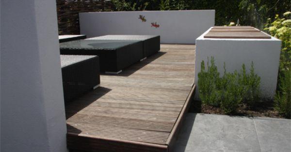 Lounge corner idee van verhoogd terras naast bestaand terras in hout als lounge corner - Opslag idee lounge ...