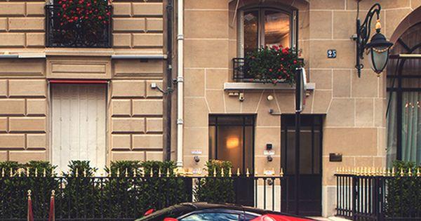 Ferrari.Luxury, amazing, fast, dream, beautiful,awesome, expensive, exclusive car. Coche negro lujoso, increible, rA?pido, guapo, fantA?stico, caro, exclusivo.