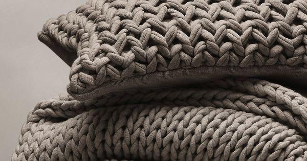grob gestrickte kissenh lle und decke diy selbermachen stricken knitting pattern. Black Bedroom Furniture Sets. Home Design Ideas