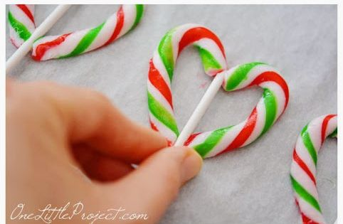 Candy Cane Hearts! They make the perfect gift for the holidays! Candy cane party decor ideas - Candy Canes - Christmas Candy Cane Crafts candycane candycanecrafts christmas