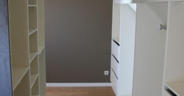 Als de inloopkast achter het bed komt en de ingang aan 1 kant attic bedroom pinterest - Ingang kast ...
