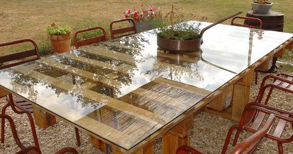Une table de jardin en palettes ext rieur pinterest for Table exterieur palette