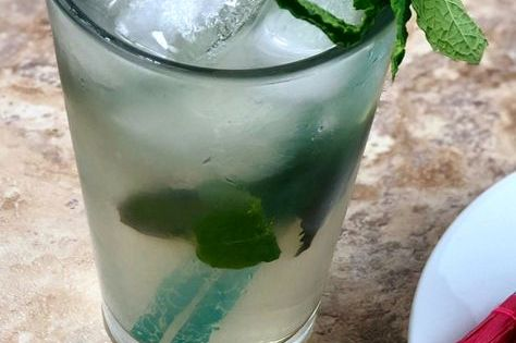 Low Carb Mojito Easy To Make And Keto Friendly Recipe Low Carb Drinks Keto Drink Keto Cocktails