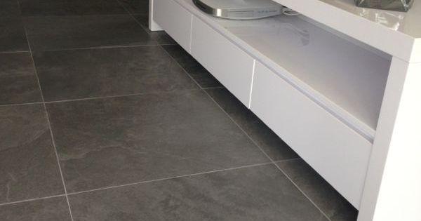 Keramische vloer leisteen look grijs mooi strak met wit via van dijk tegels dordrecht mooie - Tegels imitatiecement ...