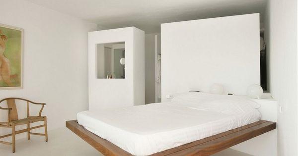 Schlafzimmer mit Schwebebett im modernen Landhausstil und Bambus - stuhl für schlafzimmer