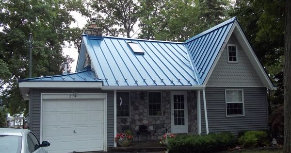 Blue Metal Roof On Charming Lakehouse Cottage Ideas For