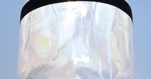 luminaire plume et f t de bi re au rebut par atelier d 39 co solidaire r cup 39 cr ative. Black Bedroom Furniture Sets. Home Design Ideas