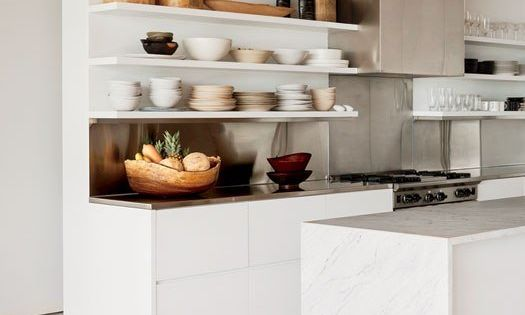 I like the open shelves kitchen - Photographer and socialite Kelly Klein's