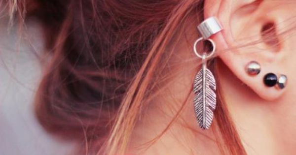 Aretes en el cartilago de la oreja - 101trendy | aros en ... Ear Piercings