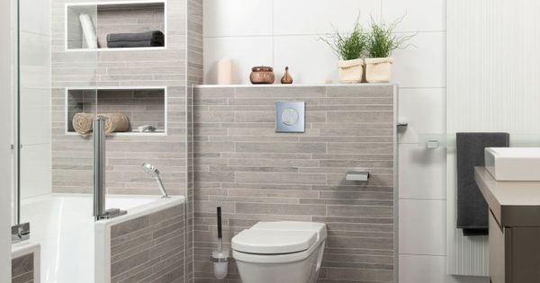 kleines bad mit twinline 2 duschbadewanne und holzoptik fliesen kleine. Black Bedroom Furniture Sets. Home Design Ideas