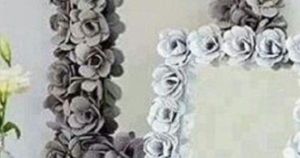Espejo decorado con flores de carton de huevo reciclado - Decoracion vintage reciclado ...
