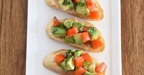 guacaomole-bruschetta2 | snacks | Pinterest