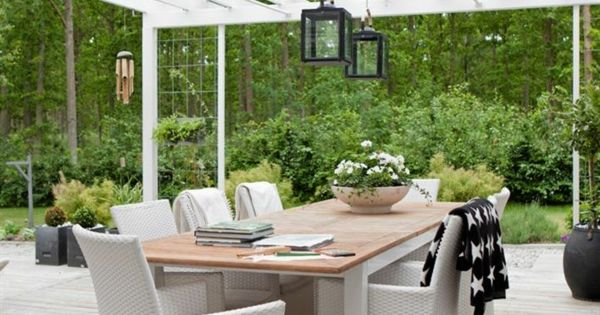 pergola selber bauen holz balken holzdielen boden berdachung berdachte terrassen pinterest. Black Bedroom Furniture Sets. Home Design Ideas