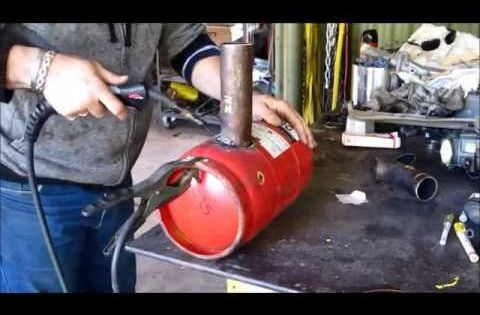 This video shows the build of a simple waste oil burner to for Used motor oil furnace