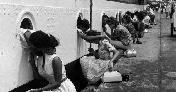 "Departure of the ""Amerigo Vespucci"", Egypt, 1963 ~ such a sweet picture"