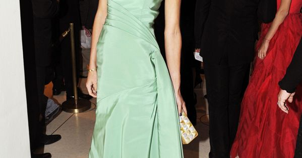 Jessica Hart at the opera. Gorgeous dress.
