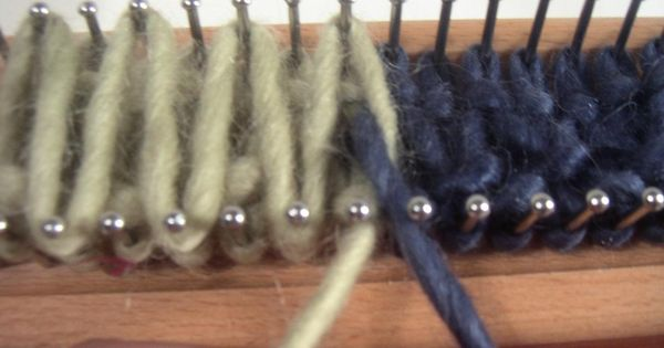 Knit rug on a loom making stripes tricot pinterest - Comment terminer un tricotin ...