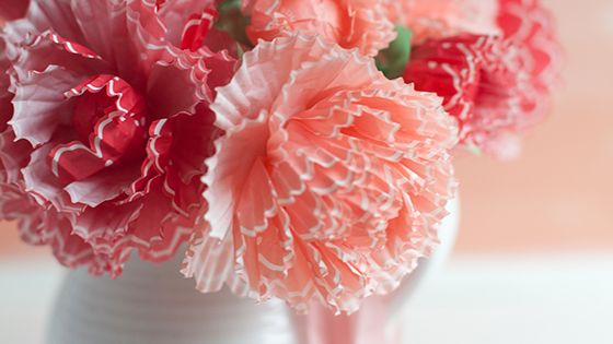 These pretty spring blooms are made from Martha Stewart cupcake wraps. Follow the tutorial to create a gorgeous bouquet from this unexpected material.