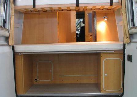 fiat ducato campingausbau mit stockbetten die eltern schlafen vorne auf der umgebauten. Black Bedroom Furniture Sets. Home Design Ideas
