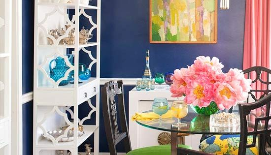We're loving this dining room's high-gloss navy blue wall paint and colorful