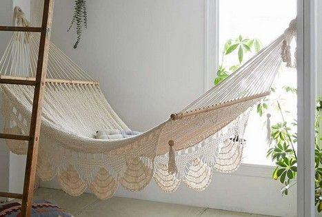 23 interior designs with indoor hammocks interiorforlife for Indoor hammock design