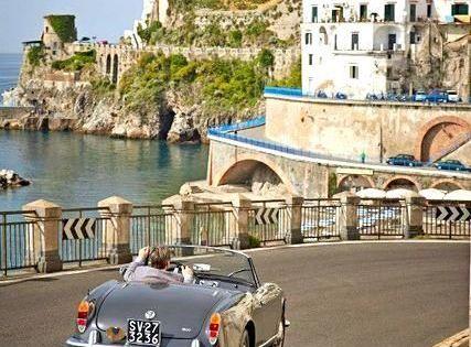 Rel jate en la glamourosa isla de capri isla de capri for Piscina jose garces