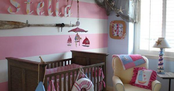 Creativa decoraci n marinera de una habitaci n para una for Stickers habitacion nina