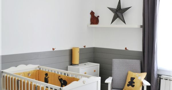 chambre bébé jaune et gris et blanc + tour de lit