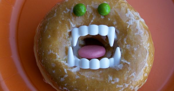 Halloween -Donut Face!! Doing this next year for a fun Halloween treat.