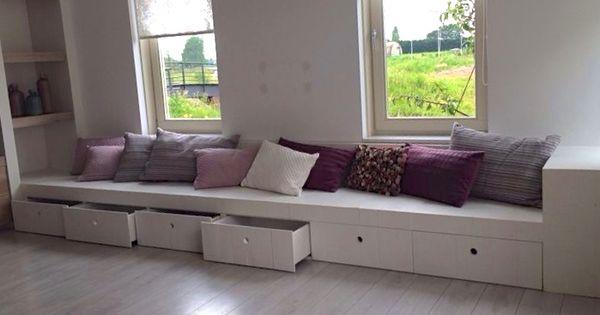 Een houten bank mooi ingebouwd geeft een gezellige uitstraling in het huis gemaakt door sijmen - Mooi huis deco interieur ...