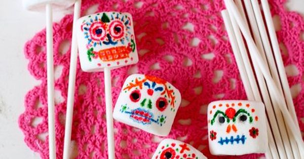 Day of the Dead Marshmallow Sugar Skull Pops: Teach your kids about