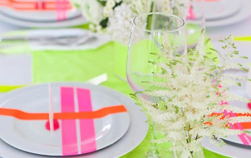 Table setting using neon colors