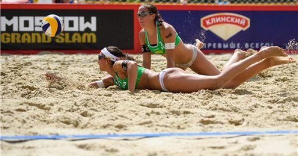 Brazilian Player Carolina Horta Vies For The Ball With Pilar Mardones American Games Beach Volleyball Brazilians