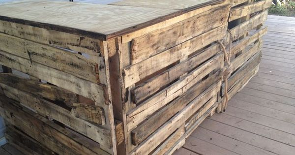 Build a tiki bar pallet tiki bar lets add this to my for Building a tiki bar from pallets