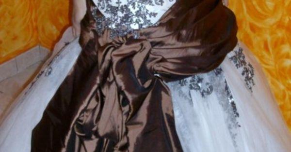 Robe de mariée originale avec jupon et accessoires doccasion  Robes ...