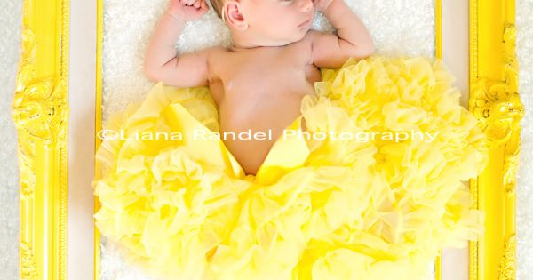 cute baby photo shoot idea! Framed baby.