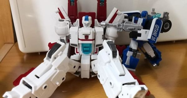Transformers Siege War for Cybertron Mirage Autobot