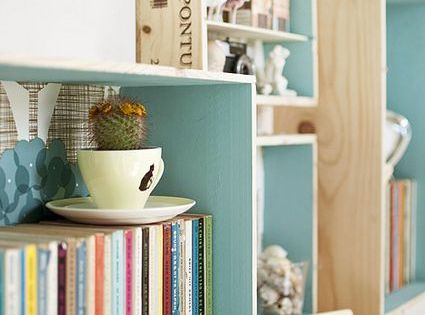 5 diy pour une d co r ussie et pas ch re caisse de bois etagere pas cher et caisse. Black Bedroom Furniture Sets. Home Design Ideas