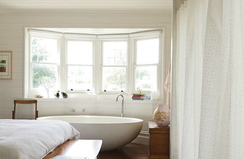 have a bathtub in the bedroom (via The Design Files)