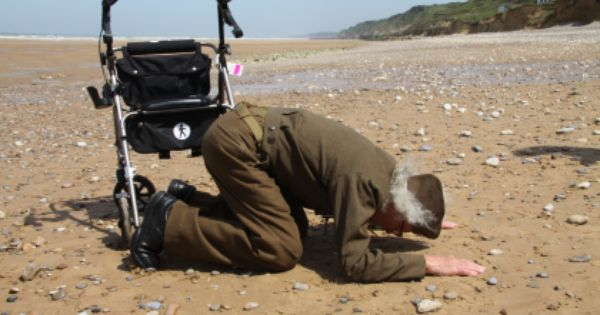 d day omaha beach stories