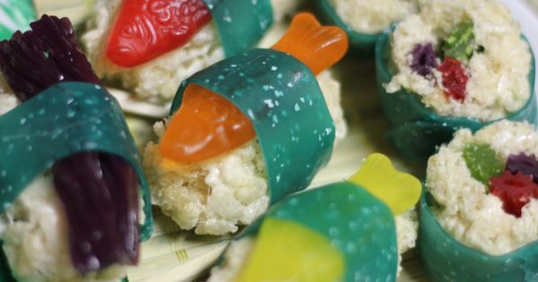 Dessert sushi for kids. Candy sushi! Swedish fish, fruit roll ups, twizzlers,
