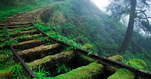 click through for 33 more breathtaking and incredible photos of abandoned places-