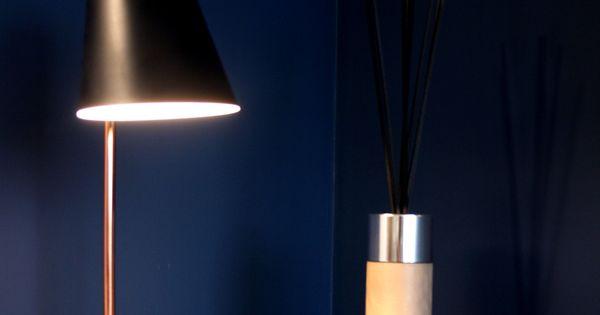 d coration salon salle manger bleu nocturne cuivre laiton accumulation miroirs tapis. Black Bedroom Furniture Sets. Home Design Ideas