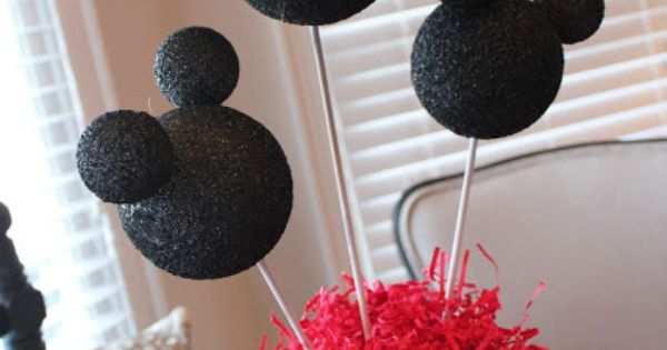 super easy DIY centerpiece for the birthday table! Styrofoam balls