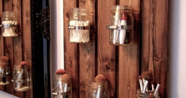 Because ball jars are good for everything! Mason Jar Pallet Bathroom Organizer.