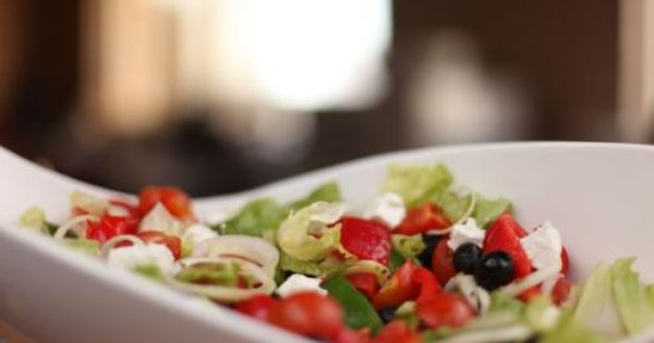 طريقة عمل وصفة سلطة يونانية Middle East Recipes Food Recipes