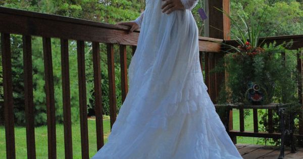 Near And Tier 1970s Vintage Alfred Angelo Bridallure Crisp