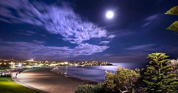 """Super Moon"" photo from Bondi Beach 