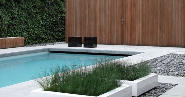 moderne gartengestaltung niedrige pflanzk bel aus beton. Black Bedroom Furniture Sets. Home Design Ideas