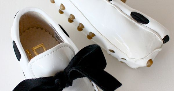 BABY MOCCASIN & BOW 1MO white / DOLLY by Le Petit Tom